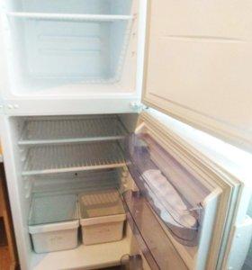 Холодильник в состоянии нового, большая морозилка