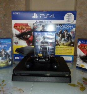 Игровая приставка PlayStation 4/PS4 с играми.