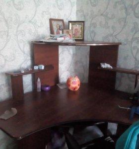 Продам компьютерный стол (угловой)