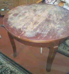 Стол старинный(для гостиной)