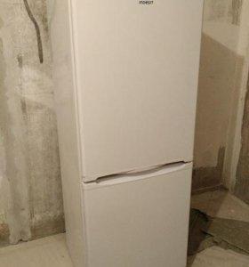 Двухкамерный холодильник Indesit ES 16