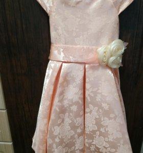 Платье на девочку 104 см
