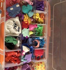 Набор обуви, аксессуаров, одежды для куколок ,