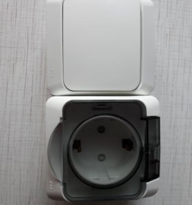 Розетка накладная с выключателем