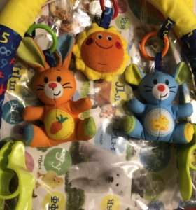 Дуга на коляску с игрушками