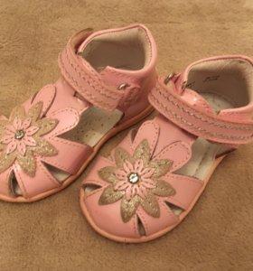 Туфли босоножки детские 20 размер