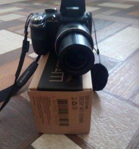 Зеркальный фотоаппарат со штативом и зарядным устр