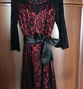 Платье атласное с гипюром! 42 размер!