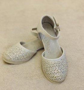 Туфли для девочки р. 30 большемерят