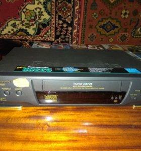 Видеомагнитофон Панасоник с кассетами