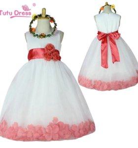 Шикарное платье для девочки в отличном состоянии