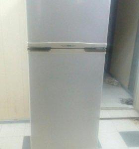 Холодильник Samsung кремовый