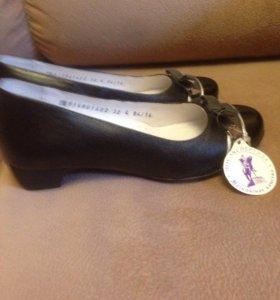 Новые чёрные туфли 32р,кожа