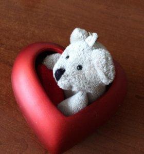 Статуэтка в форме сердечка с мягкой игрушкой