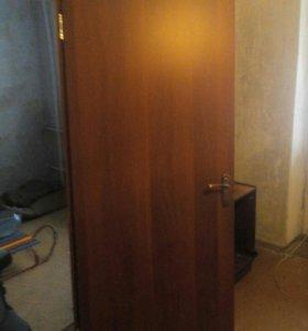 Меж комнатная дверь с рамой и наличниками
