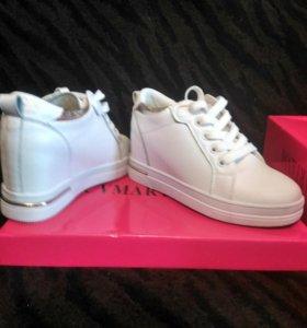 Женская обувь,цвет:белый,золото.ближе к 35