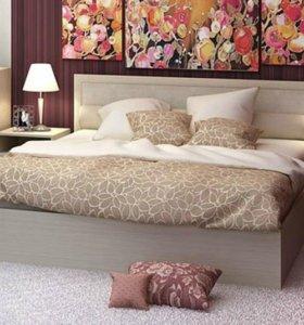 Новая двуспальная кровать светлая