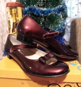 Шикарные праздничные туфли школьные