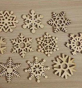 Снежинки деревянные