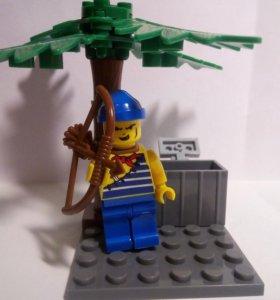 Лего пират с луком на острове