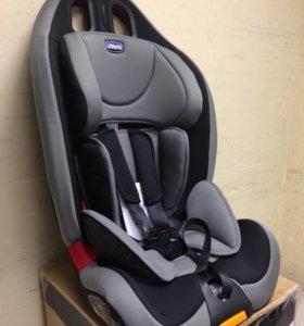 Детское автомобильное кресло Chicco Gro-Up