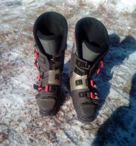 Лыжи и пара ботинок