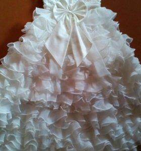 Шикарное  платье со шлейфом девочке 7-9 лет