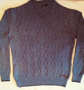 Лёгкий шерстяной свитер.