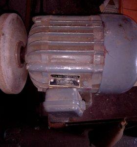 Эл.двигатель асинхронный однофазный 220в. 1кВт.
