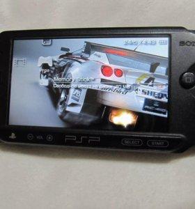 PSP STREET + 8 gb + футляр + наушники