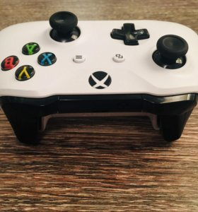 Геймпад Xbox One S белый как новый
