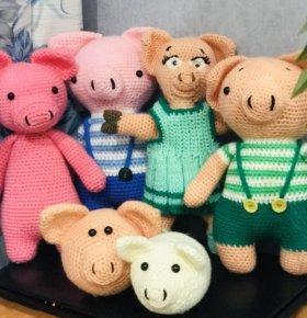 Игрушки свинки вязанные