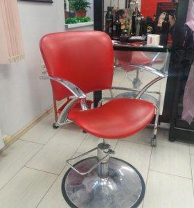 Кресла для парикмахеров, мойка.