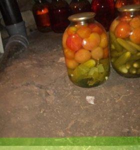 домашние консервированные огурцы и помидоры