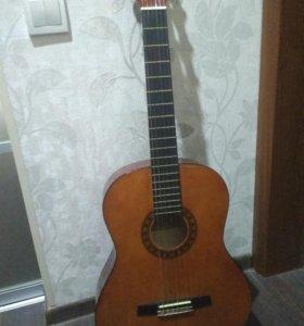 Гитара классическая с тюнером и ремнем