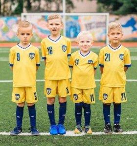 """Детская футбольная школа """"Юниор"""". Химки"""