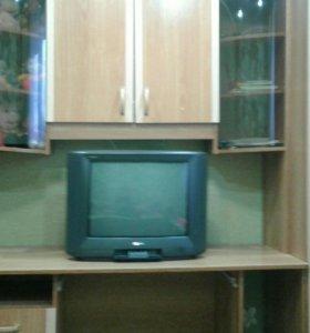 Детская стенка и телевизор