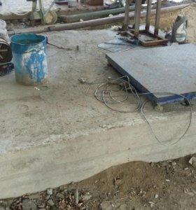 Опора рекламного щита из бетона
