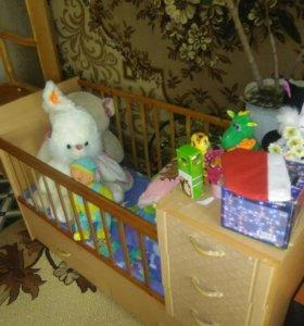 Детская кроватка с выдвижными ящиками