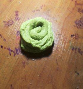 Брокали - лизун зелёный со снегом