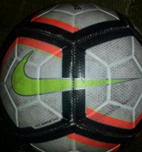 Футбольный мяч Nike STRIKE.
