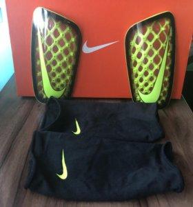 Щитки Nike Mercurial FLYlite