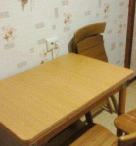 Стол со стульями деревянные