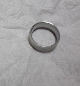 """Продаю кольцо """" серебристое """" срочно болшой размер"""
