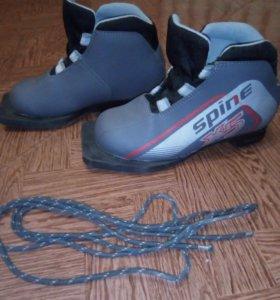 лыжные ботинки 32 размер, шнурки прилагаются