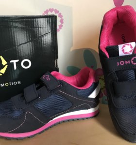 Новые кроссовки для девочки
