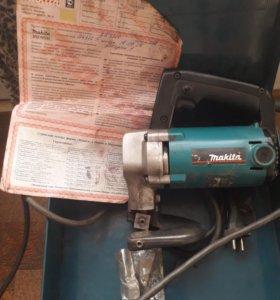 Ножницы по металлу листовые Makita JS3200
