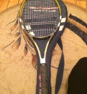 Теннисная ракетка и гантели