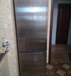 Холодильник Hotpoint ARISTON.