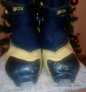Ботинки лыжные. Размер 41-42 подростковые.